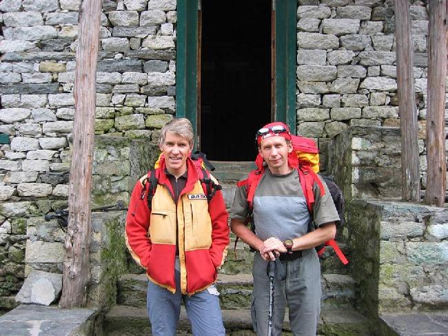 Валерий Бабанов (Россия) и Юрий Кошеленко (Россия) на пути в базовый лагерь Нупцзе