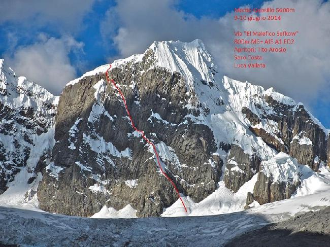 """маршрут """"El malefico Sefkow""""  проложенный по Западной стене пика Монте Куесиллио (Monte Quesillio 5600 м)"""