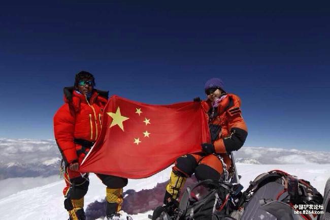 Ло Цзинг Ченг (Luo Jing Cheng / 白天罗静) на вершине К2