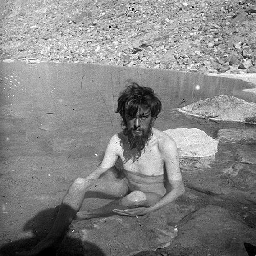 Алістер Кроулі (Aleister Crowley) після 68-и днів на схилах К2. Базовий табір, серпень 1902