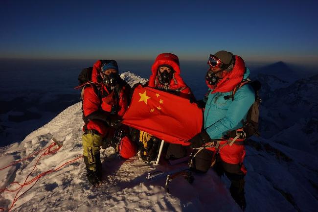 Ван Цзин (Wang Jing) на вершине Эвереста 23 мая 2014 года