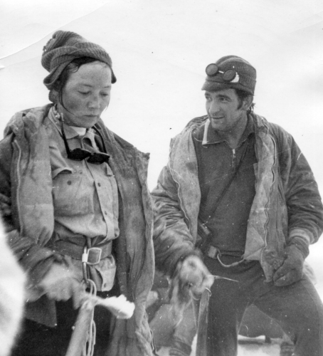 Мухамедова (Элла) Ильсиар и Гетман Игорь у вершины Б.Игизак, 1Б (май 1972),