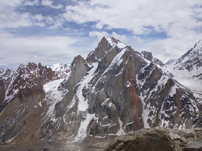 """Линия маршрута """"Es Falles""""(1.550 м, VI/4, M4, 6b, A1) на вершину Пири Ри (Piri Ri)"""