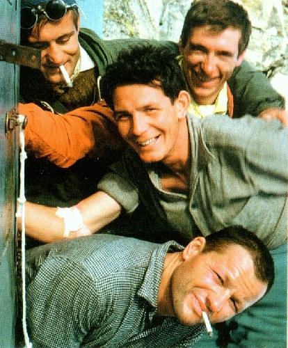 Антуан Виелле (Antoine Vieille) – верху с сигаретой, Пьер Колман (Pierrot Kolhman), Роберт Гильем (Robert Guillaume) и Пьер Мазо (Pierre Mazeaud) внизу с сигаретой