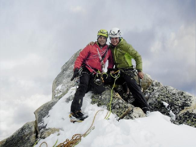 Roger Schäli и Simon Gietl на вершине Arwa Spire (6193 m) в Индийских Гималаях