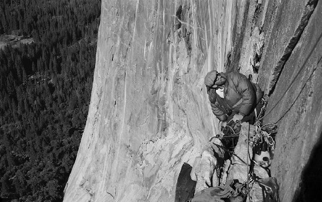Ройял Роббинс (Royal Robbins) на маршруте North America Wall (A2 5.8), 1964 год