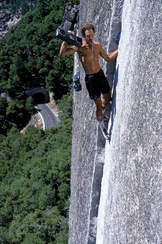 Вернер Браун (Werner Braun) на маршруте Reed's Pinnacle Direct (5.10a), в конце 1970-х годов