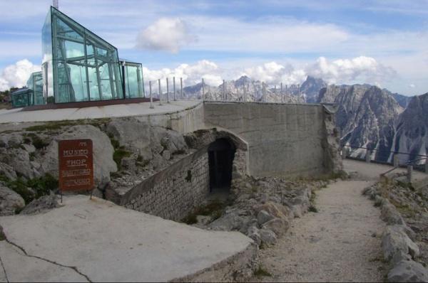 Доломитес - музей Месснера на вершине горы Монте Рита