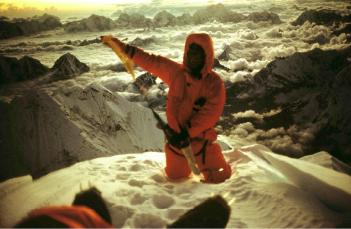 Первая австралийская экспедиция к Эвересту 1984 года. Грэг Мортимер на вершине. 3 октября 1984 года