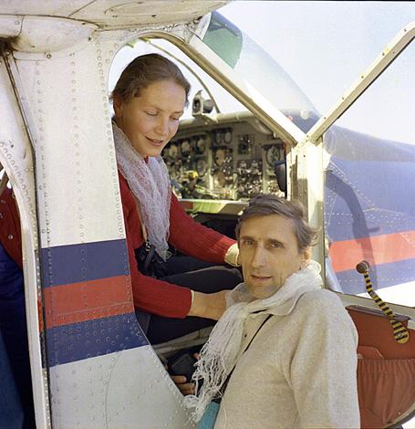 Анджей Завада с женой Анной в Непале, после первого успешного зимнего восхождения на Эверест. Февраль 1980 год