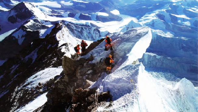 Группа Дениса Провалова на спуске с Эвереста