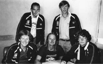 Австралийская экспедиция на Эверест. 1984 год. С лева направо: Greg Mortimer, Andy Henderson, Geoff Bartram, Tim Macartney-Snape и Lincoln Hall.