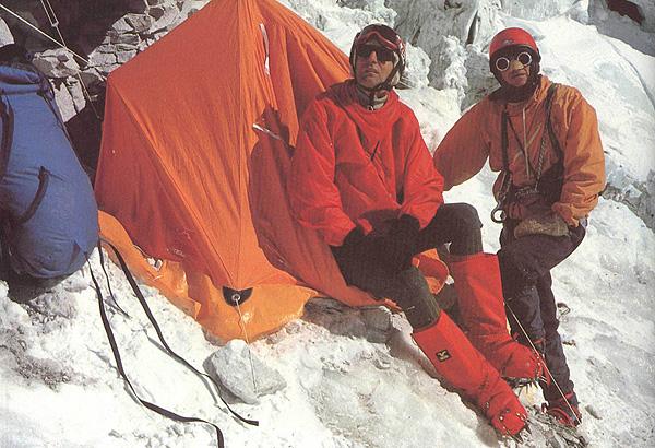 Анджей Завада и Эугениуш Хробак в лагере II на Чо-Ойю