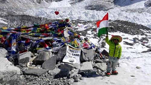 Пятилетний ребенок установил рекорд в альпинизме, поднявшись на вершину горы Кала-Патхар (5643 метра)