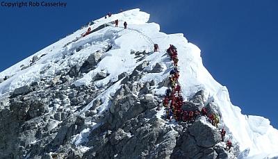 Международный союз альпинистских ассоциаций (UIAA) против установки лестниц на Эвересте!