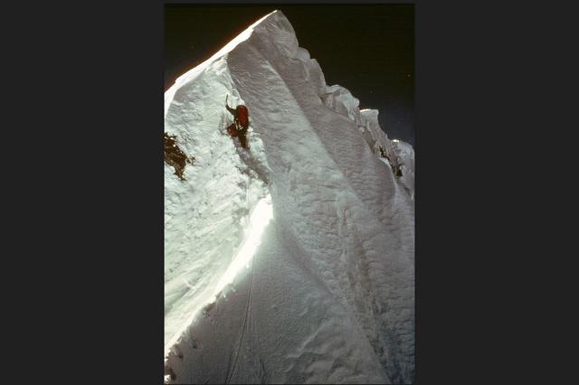 Швейцарские альпинисты на вершине Эвереста. Швейцарские альпинисты на вершине Эвереста.