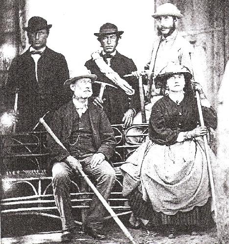 Люси Уолкер (Lucy Walker) и ее отец Фрэнк (нижний ряд). Верхний ряд: Неизвестный, Melchior Anderegg, и Adolphus Warburton Moore.