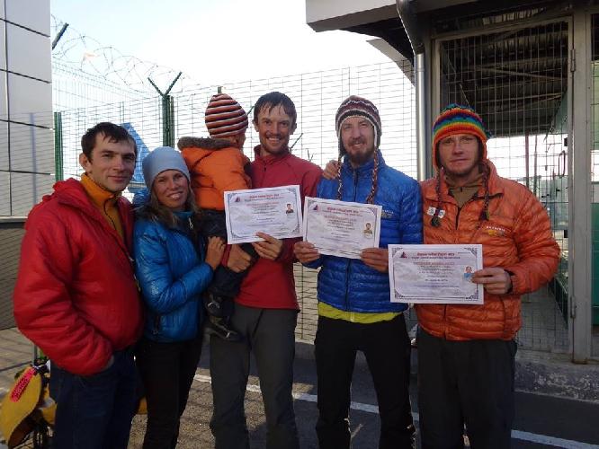 Команда Черкасских альпинистов после завершения экспедиции. Встреча с родными на Родине