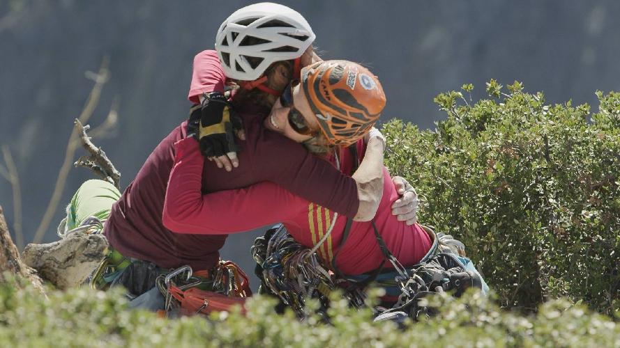 """Майя Смит-Гобат (Mayan Smith-Gobat) и Либби Сойтер (Libby Sauter) после прохождения маршрута """"The Nose"""" 31 октября 2014 года"""