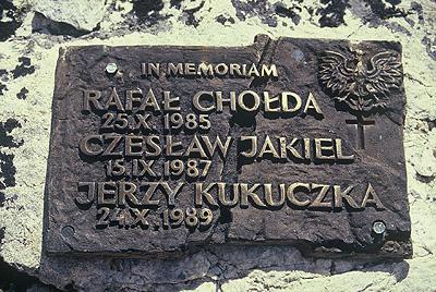 Памятная доска в Чукхунге возле Южной стены Лхоцзе