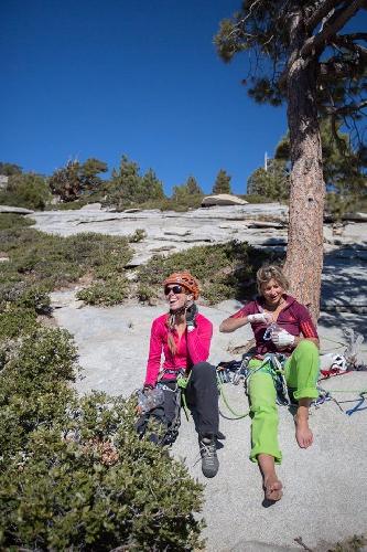 """Майя Смит-Гобат (Mayan Smith-Gobat) и Либби Сойтер (Libby Sauter) на маршруте """"The Nose"""" 31 октября 2014 года"""