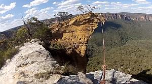 Уникальный прыжок со 100-метровой скалы
