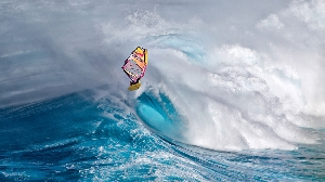 Виндсерфер Кай Ленни на северном побережье Мауи, Гаваи, США. (Фото: Фрэнк Бертуа)