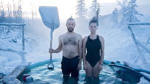 Замерзшая пара из Анкориджа, штат Аляска, США. (Фото: Натаниель Уайлдер)