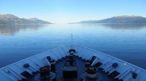 Пролив Дрейка представляет из себя очень опасный судоходный участок с сильными ветрами и айсбергами между Антарктидой и мысом Горн в Южной Америке. Однако главные причины, по которым это место может быть угрозой для кораблей — это подводные течения, создаваемые подводными горными хребтами. Перед тем, как в 1914 году был построен Панамский канал, основной маршрут из южной части Тихого океана в южную часть Атлантического пролегал как раз через пролив Дрейка.