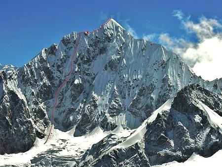Альпинисты впервые в истории прошли Западную стену горы Чукума Го ( 6259 м) в Непале