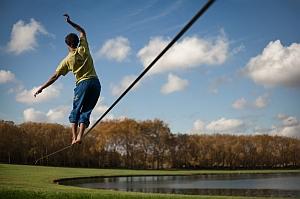 Новый мировой рекорд в слэклайне: пройдены 601 метр по натянутой ленте