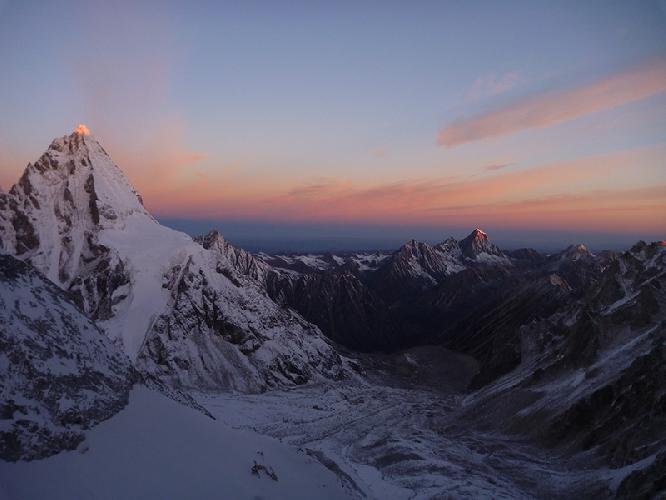 Вид на Северо-Западную стену горы Тироль Шань (Tirol Shan)