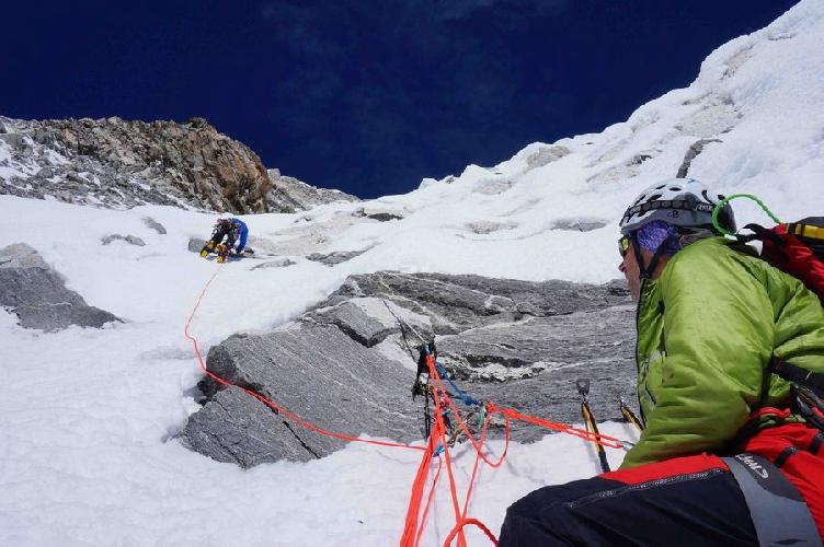 """восхождения по маршруту """"Shiva: straight to the top"""" по центру непокоренной ранее Южной стены горы Чекиго (Chekigo, 6270 м)"""