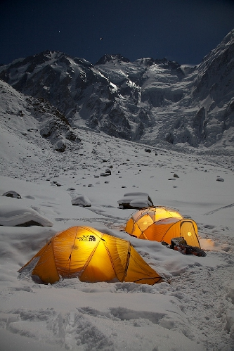 лагерь команды Симоне Моро и Дениса Урубко у Нангапарбат зимой 2011-2012 года