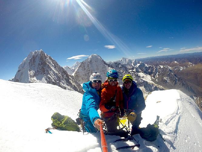 На вершине Маленькая Конка (Little Konka) высотой 5928 метров