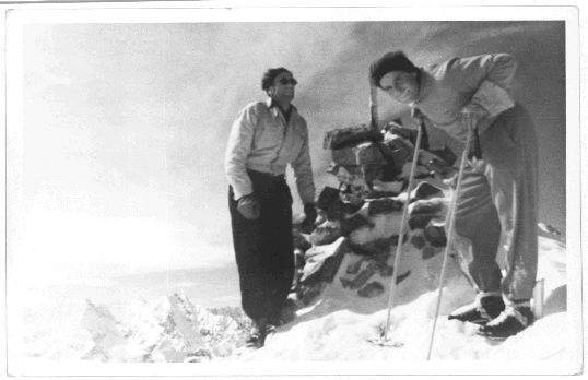 Billy Fiske (слева) и Андре Рош (André Roch) (справа) на вершине Hayden Peak, 1937 год