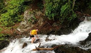 В горах штата Вашингтон 35 участников каждый год пытаются преодолеть 160 километров лесных троп в рамках забега «Равнина 100». Начиная с первой гонки, которая состоялась в 1997 году, до финиша смогло добраться всего 100 человек, а 4 раза случалось так, что вообще никто не смог этого сделать.