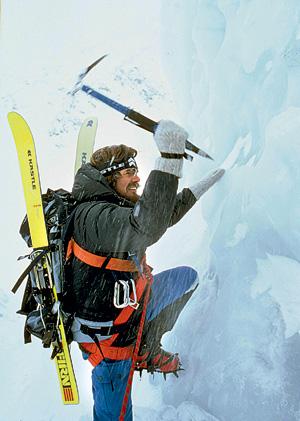 Райнхольд Месснер — сторонник «честного альпинизма»: подниматься в горы без кислорода и носильщиков, штурмом, а не осадой