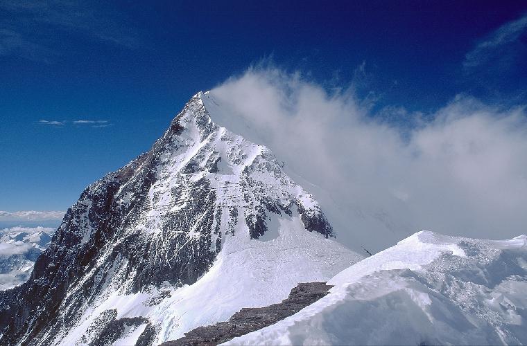 Ветер на Эвересте. Фото Юрия Кошеленко