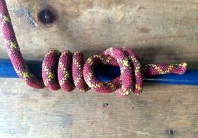Прусик, один из схватывающих узлов, используется, чтобы обвязать веревку вокруг дерева, например, когда нужно закрепить гамак, веревку для сушки одежды или палатку.
