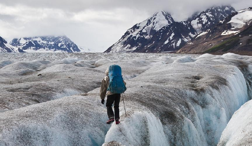 Начиная с 1982 года примерно 15 человек в год пытаются найти путь с наименьшим сопротивлением сквозь дикие горные пустыни Аляски. Трасса зовется «Классика диких гор Аляски», хотя трассы как таковой здесь не существует, как и GPS-навигаторов у участников. У них есть только лишь спутниковый телефон на случай, если он не смогут выбраться из этих мест самостоятельно.
