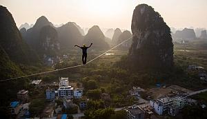 Экстремал из Германии установил новый мировой рекорд в хайлайне пройдя 375 метров на 100 метровой высоте