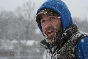 Средний слой отвечает прежде всего за изоляцию, а также за сохранение тепла. Если вы бегаете или катаетесь на лыжах в морозную погоду, то вам понадобится более теплый средний слой.