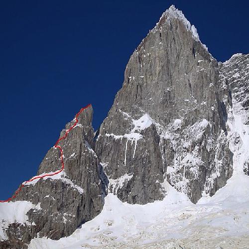 Северо-Восточная стена пика Серро Сан-Лоренцо (Cerro San Lorezno) и маршрут Romance Explosion на пик  Aguja Antipasto.(Appetizer Needle)