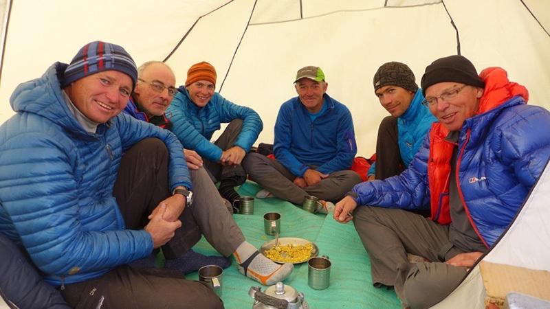 С британской командой после возвращения в БЛ. Фото © Marko Prezelj