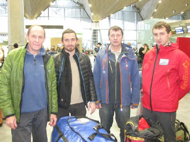 Николай Тотмянин, Сергей Кондрашкин, Валерий Шамало, Виктор Коваль перед отлетом в Пакистан. 22 декабря 2014 года