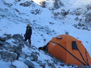 Зимние экспедиции на Нангапарбат сезона 2014/2015 года. Видео создания первого высотного лагеря итальянской командой