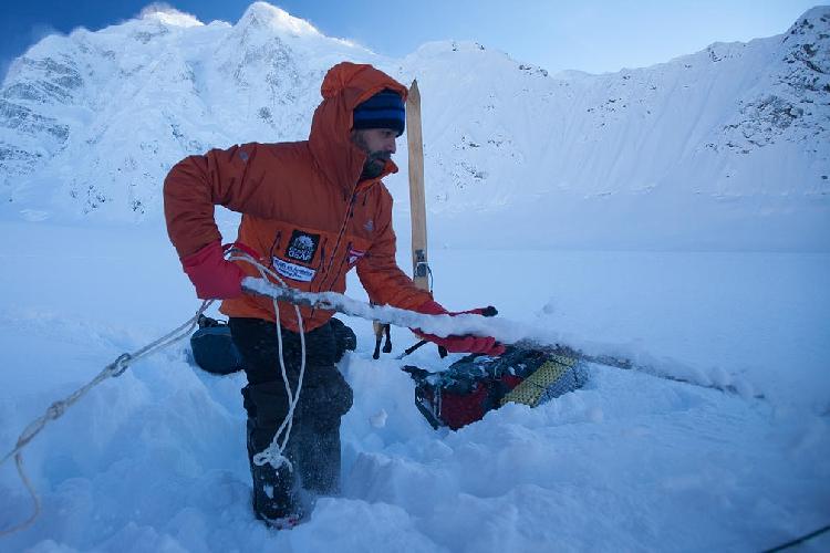 Лонни Дюпре (Lonnie Dupre) в восхождении на вершину высочайшей горы Северной Америки: Мак-Кинли (Денали, 6194м), находящуюся за полярным кругом на Аляске