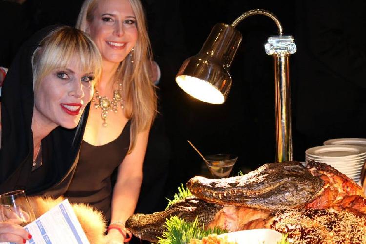 В Explorers Club на ежегодном обеде оказывается подают запеченных крокодильчиков!