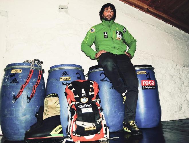 Алекс Тикон (Alex Txikon) перед отъездом в Пакистан
